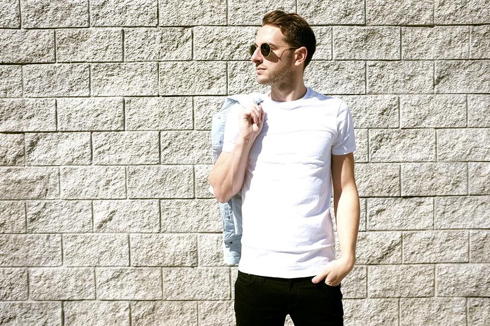 Venice Los Angeles Tshirt blanc Club Monaco 275357409eb1
