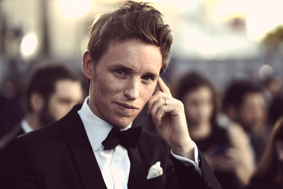 eddie redmayne smoking
