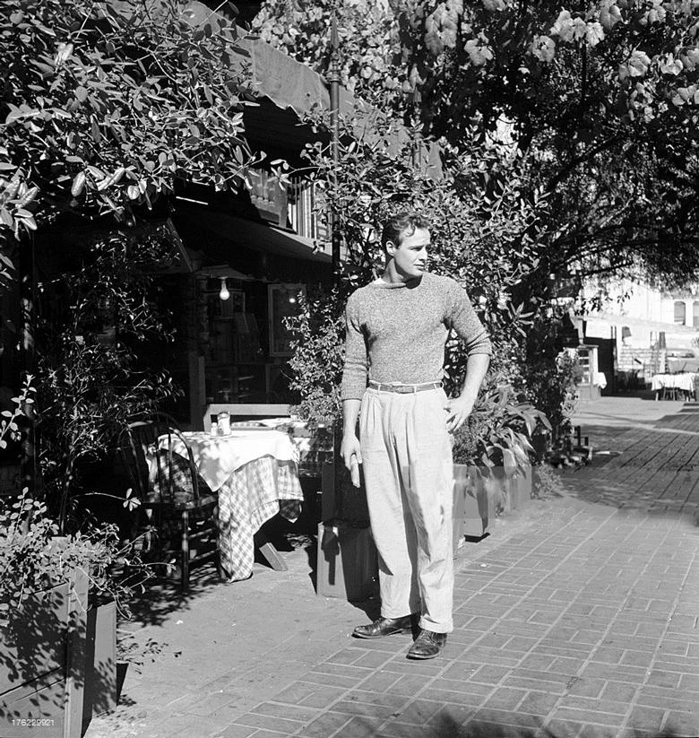 1949-outside-a-cafe-marlon-brando