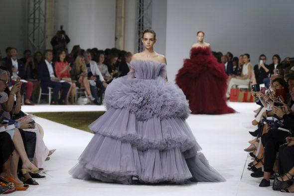 le defile giambattista valli 16-17-haute couture