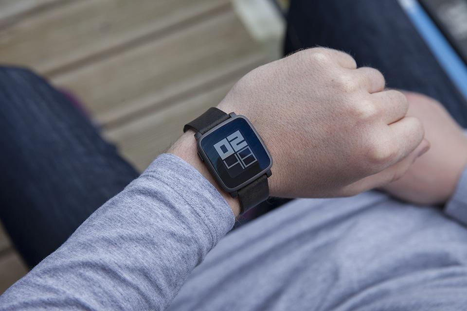 montre pebble smartwatch heure affichage test