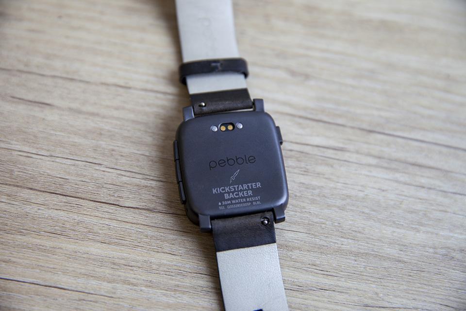 montre pebble smartwatch kickstarter back