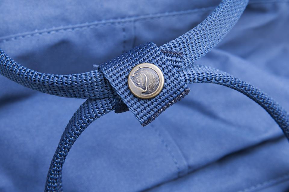 sac à dos fjallraven kanken anse bouton logo