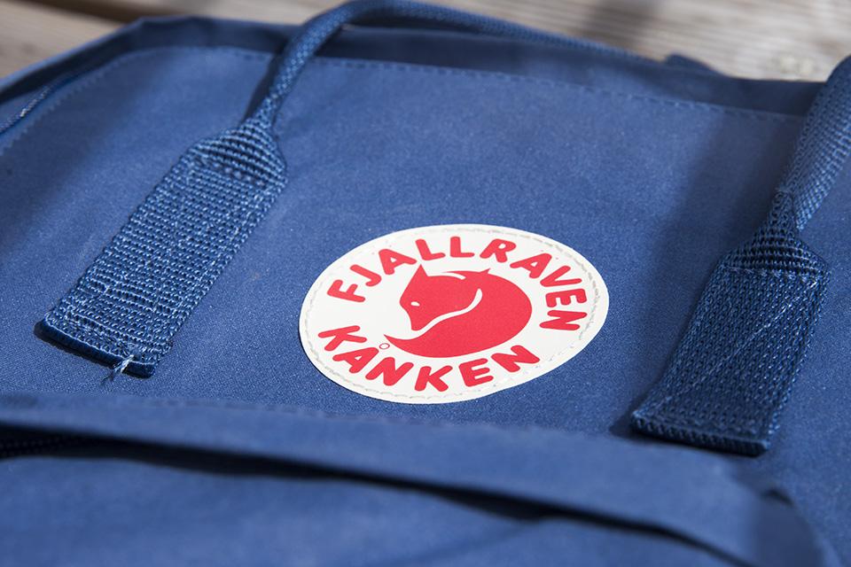 sac à dos fjallraven kanken logo cousu pochette