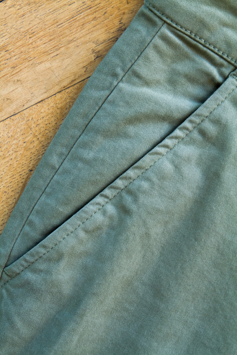 details poches chino acolyte