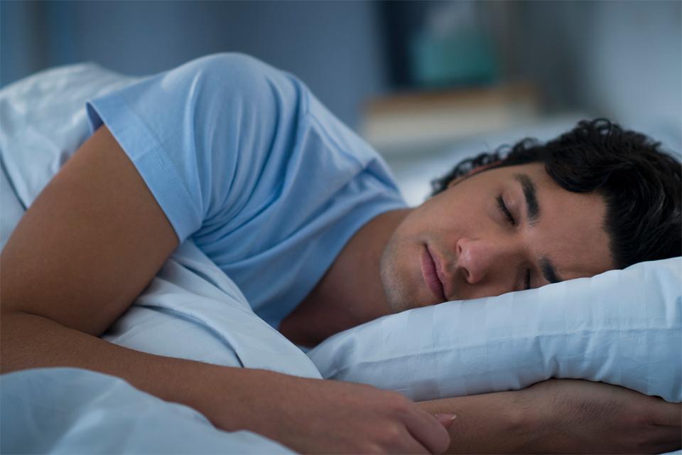 homme position dormir