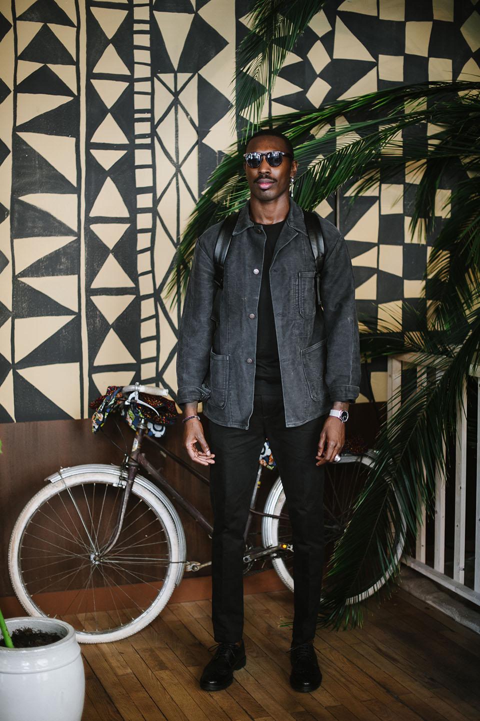 look sega marche noir homme basus maison standard base london