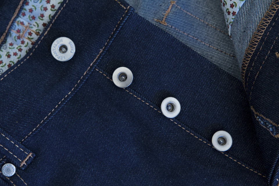 boutonniere metal jeans