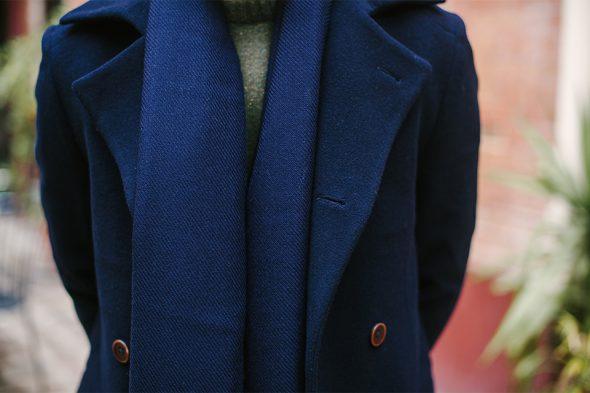 echarpe atelier particulier bleu fonce portee 1