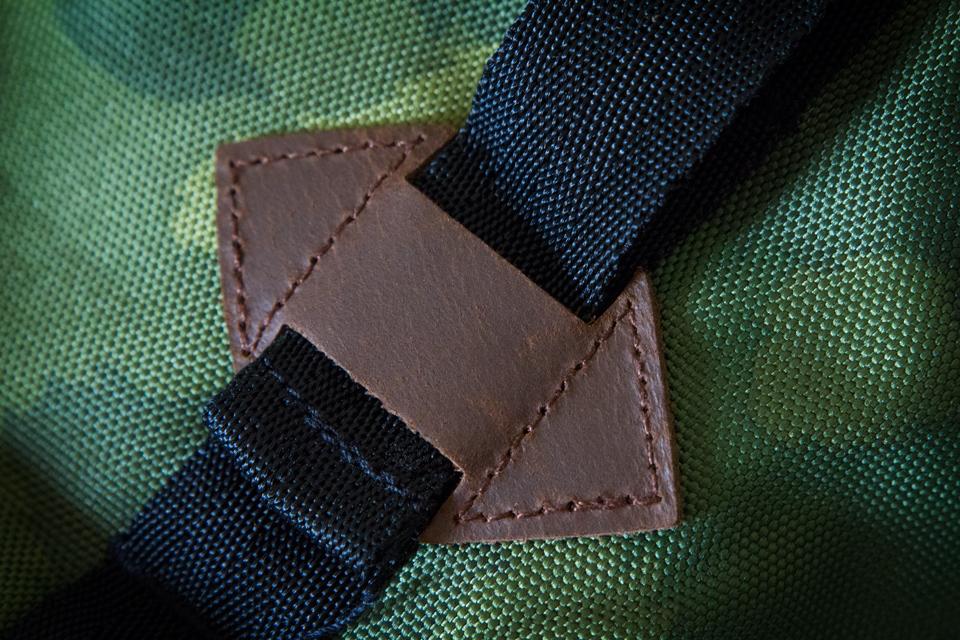details cuir sac à dos poler