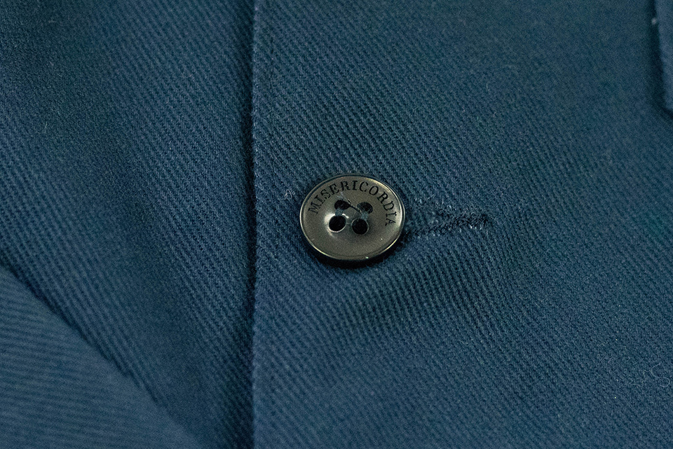 misericodia parka bleu bouton