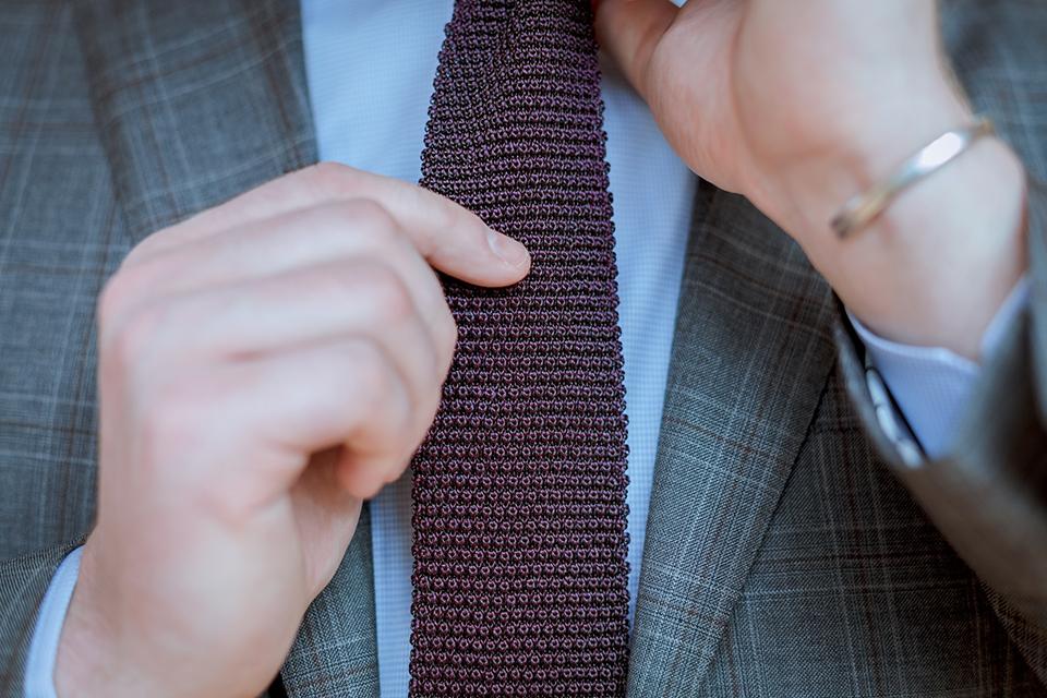 Cravate Hast Pourpre Portee