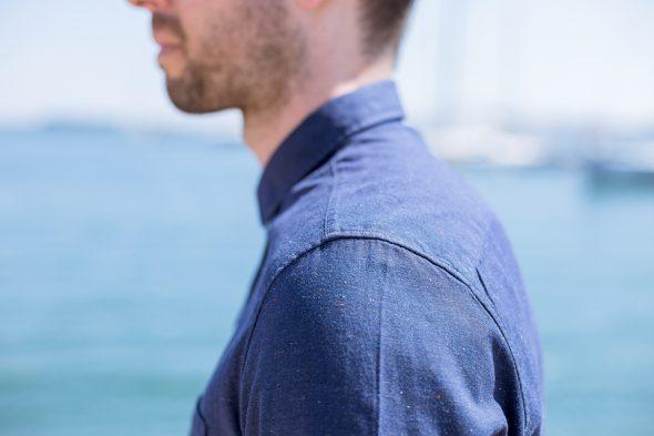 Chemise Fyu Bleu Marine Portee Epaule Profil