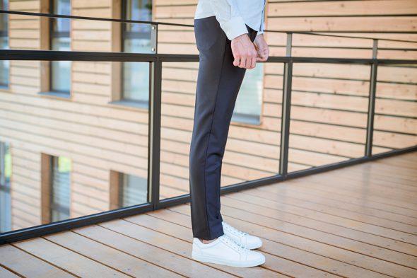 Drapeau Noir Pantalon Porte Profil