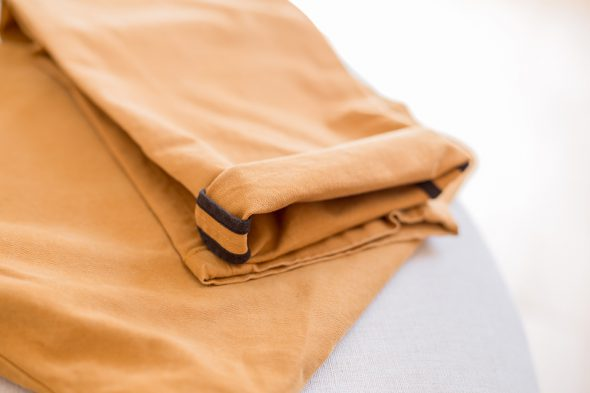 chino acolyte moutarde revers