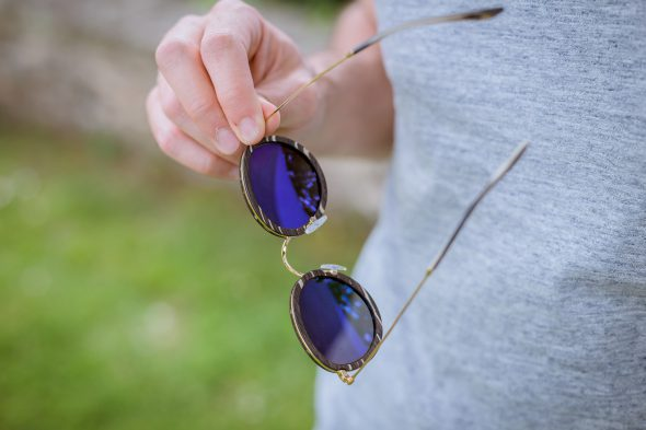 lunettes rezin lloyd bouleau noir doigts