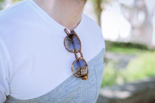 lunettes rezin lloyd milton havana porte t-shirt