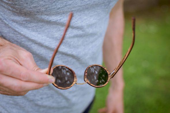 lunettes rezin oly acajou doigts t shirt
