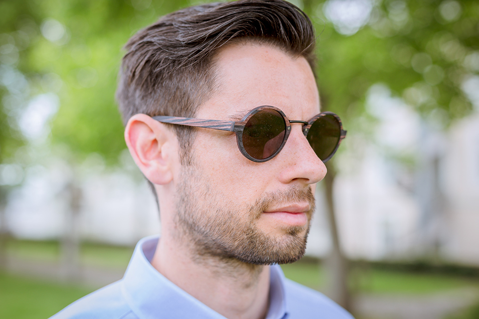 lunettes-rezin-oly-ebene-porte-profil