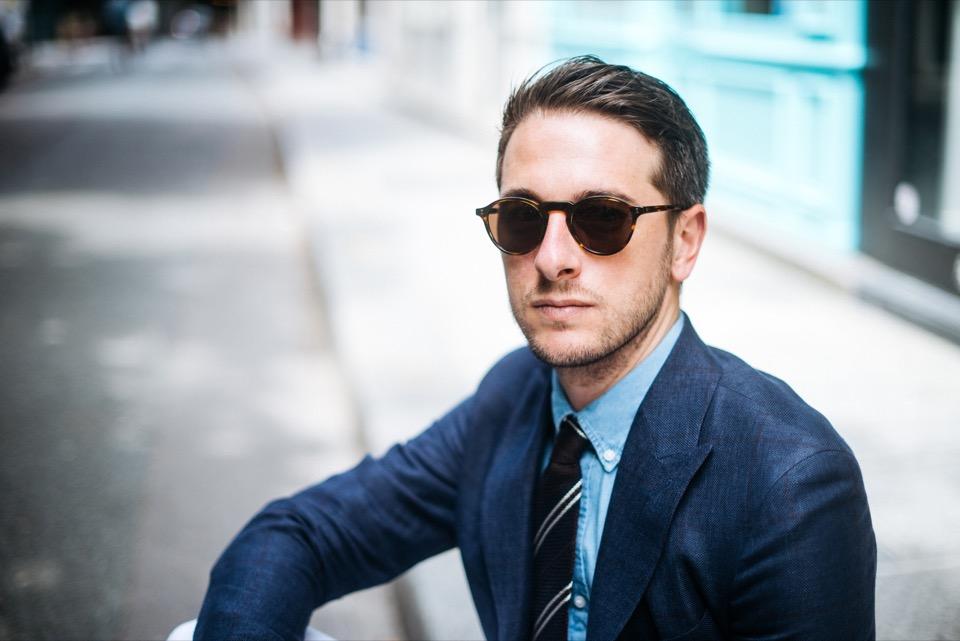 Sprezzatura portrait veste bleu lunettes Illesteva