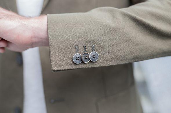 manufacture costume veste portee boutonniere close