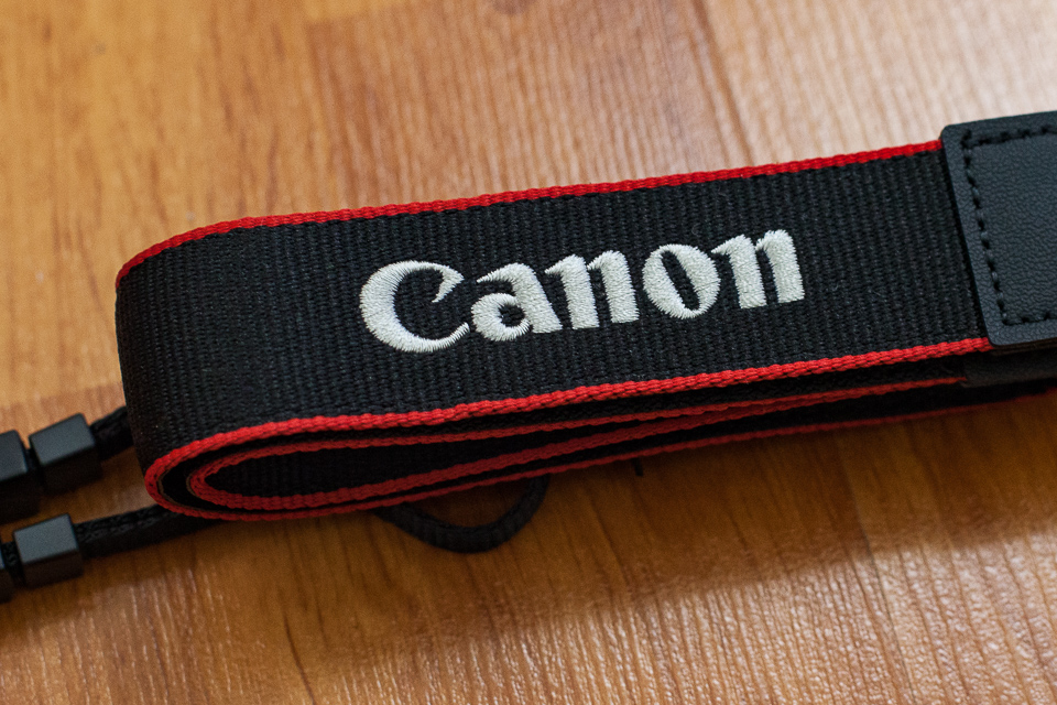 canon marque photo appareil hybride