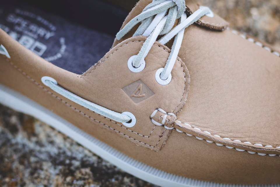 coutures chaussures sperry