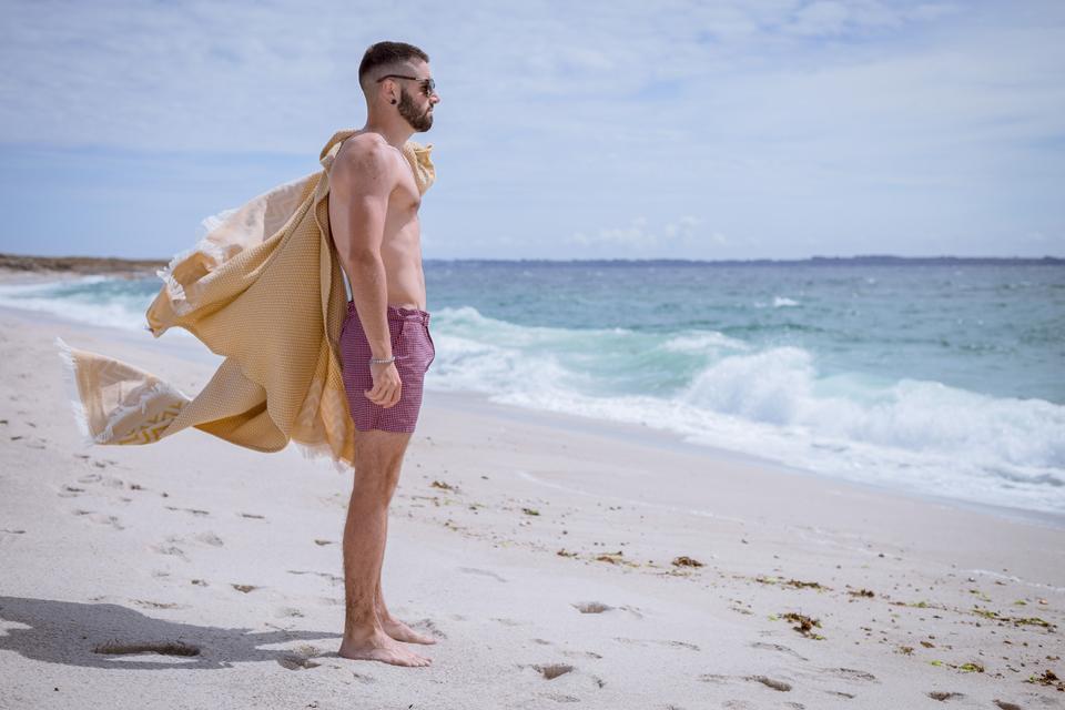 look-plage-debout-serviette