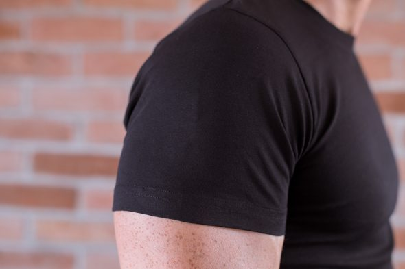 Le Basiq Tshirt Noir Porte Detail Manche