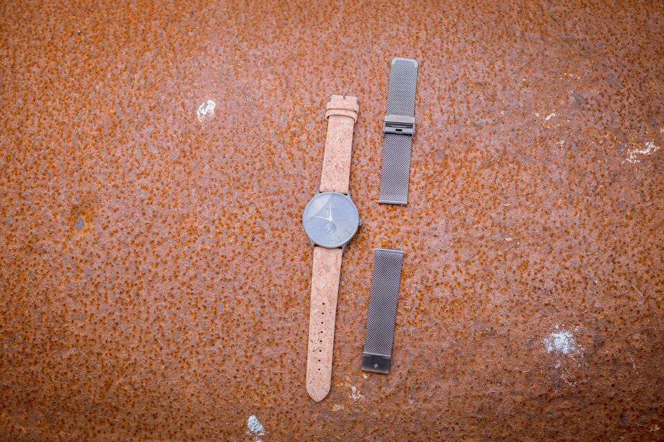 montre-aight-detail-bracelet-maille-milanaise