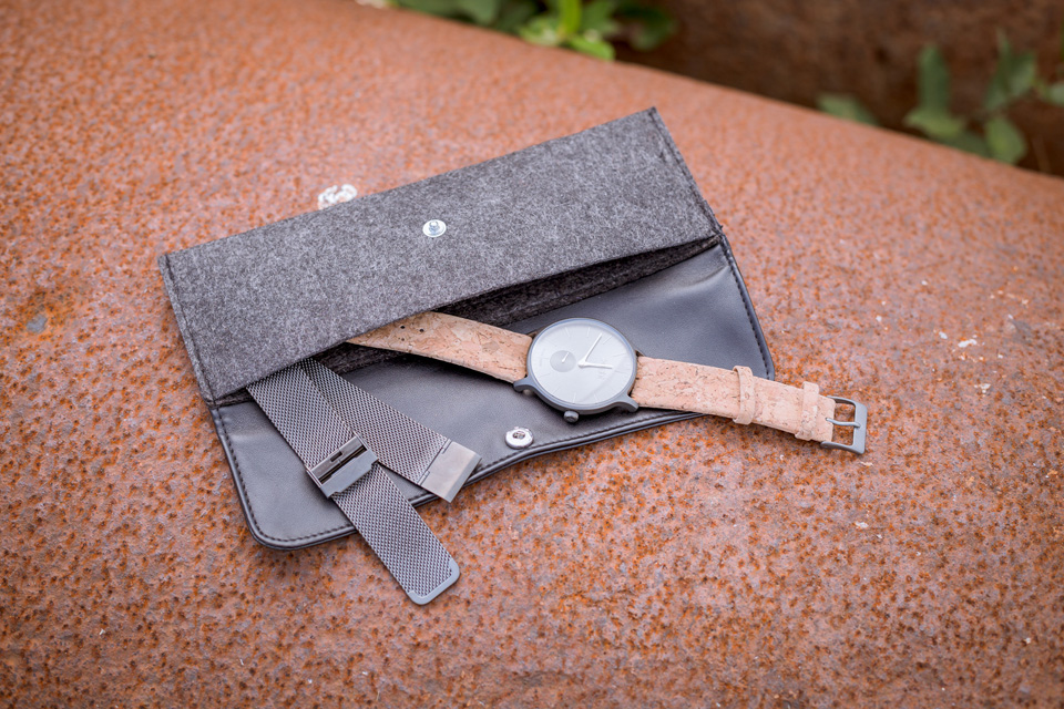 montre-aight-detail-pochette-interieur