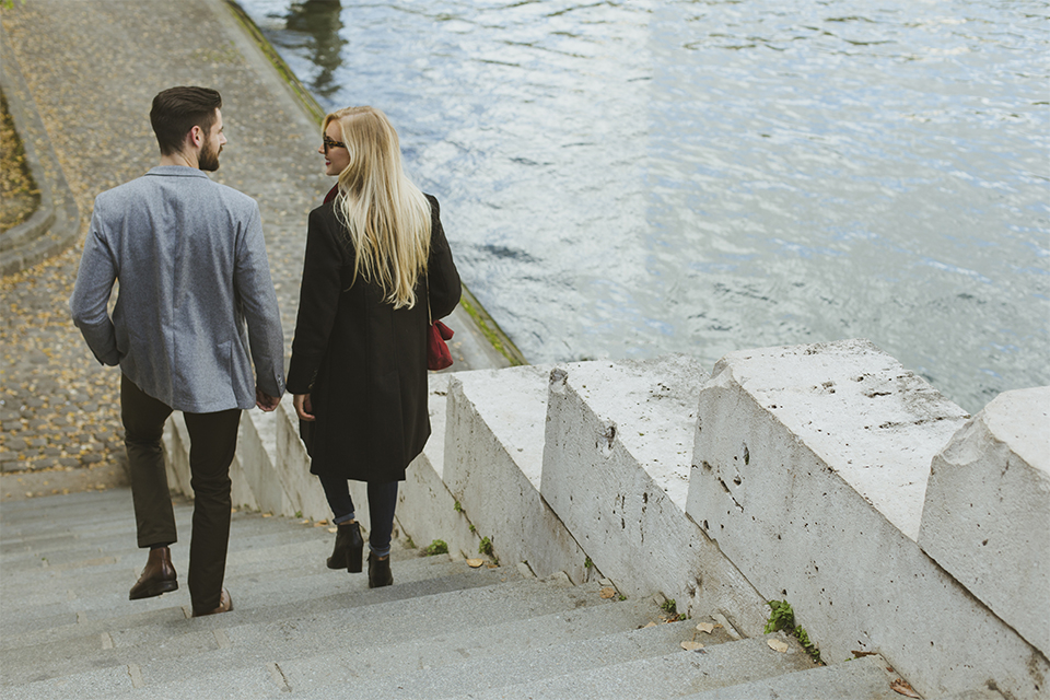 photo de couple sur les quais de seine
