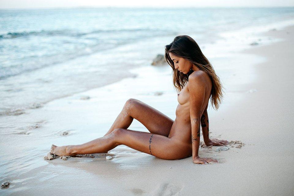 Mina Naked