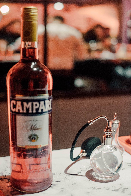 bouteille campari soiree bartender