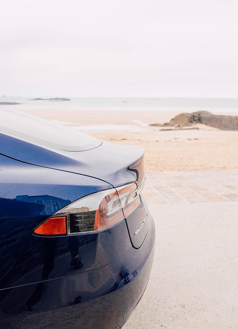 Tesla Model S aileron