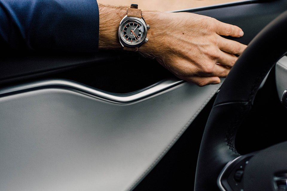 Tesla Model S montre Oris