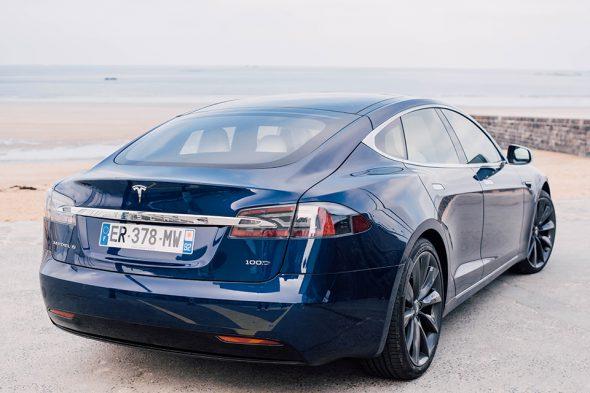 Tesla Model S profil arriere
