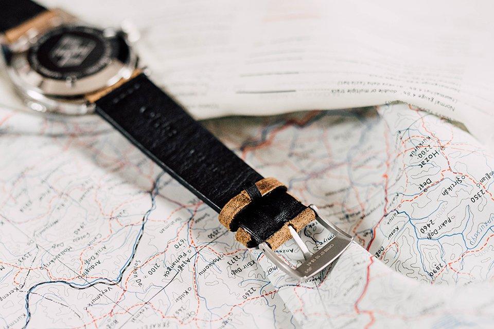 Montre Oris Divers Sixty Five 42mm bracelet cuir envers
