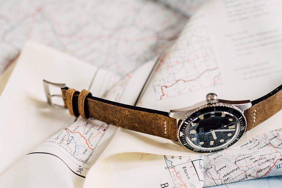 Montre Oris Divers Sixty Five 42mm bracelet cuir profil