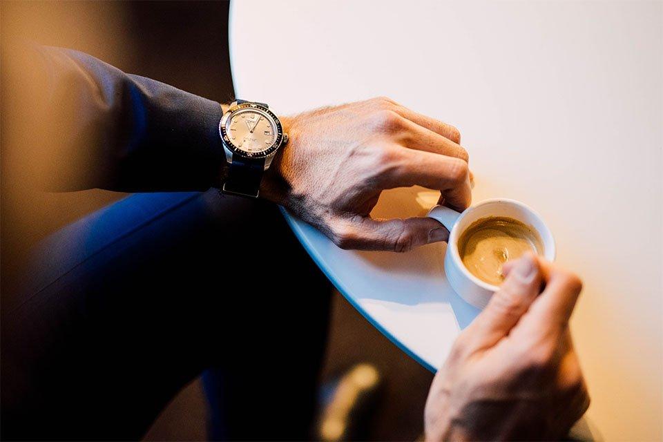 detail montre oris cafe