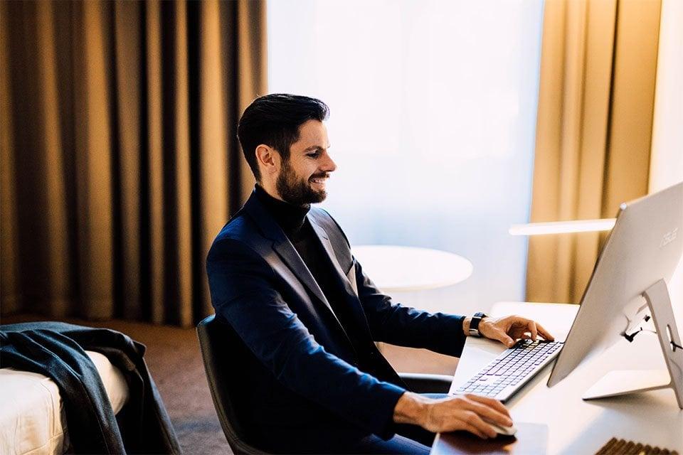 look business homme bureau