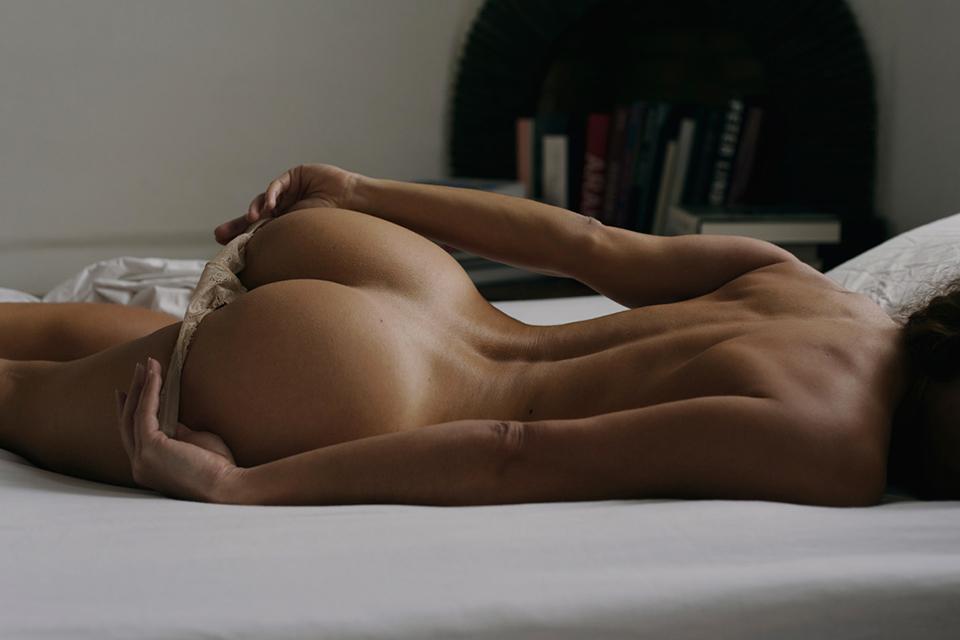 Eliya-ca-ass-sexy-woman-pinup-skin-boobs
