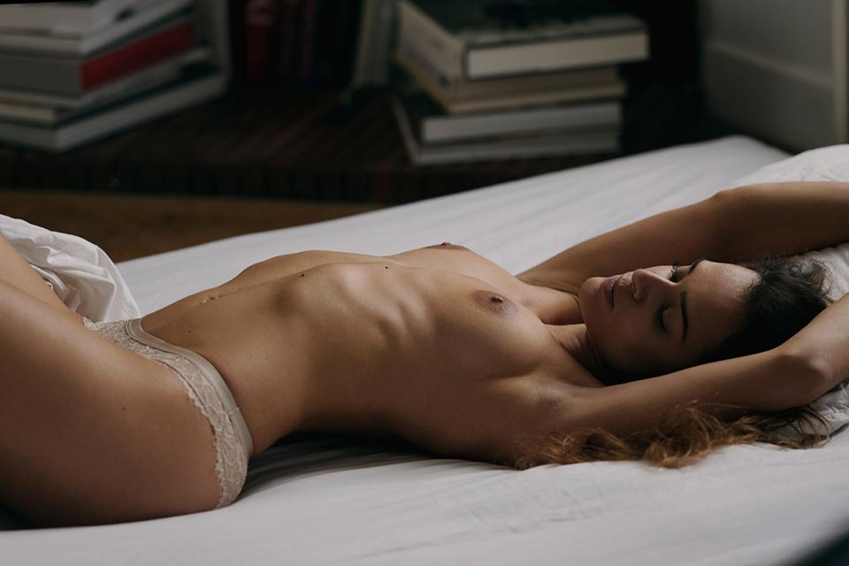 Eliya-ca-boobs-sexy-ass-bed-