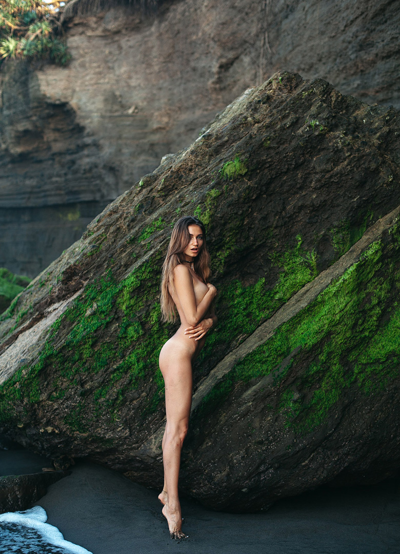 Ilvy-komono-sun-body-beach-body-pinup