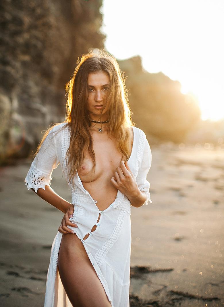 Ilvy-komono-sun-body-beach-boobs-seins