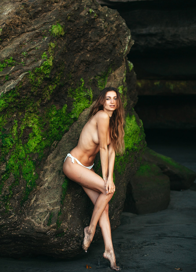 Ilvy-komono-sun-body-beach-sexy-beach-pinup
