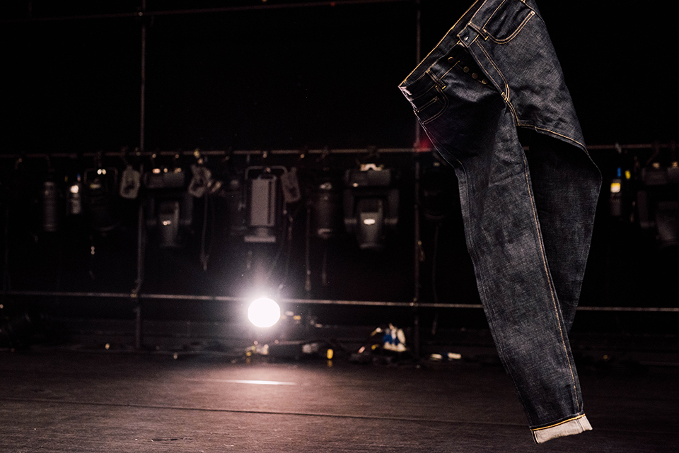 Jeans Asphalte Suspendu