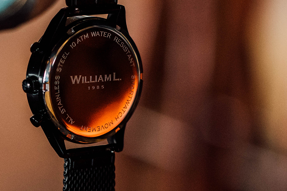 William L Smartwatch Dos Logo