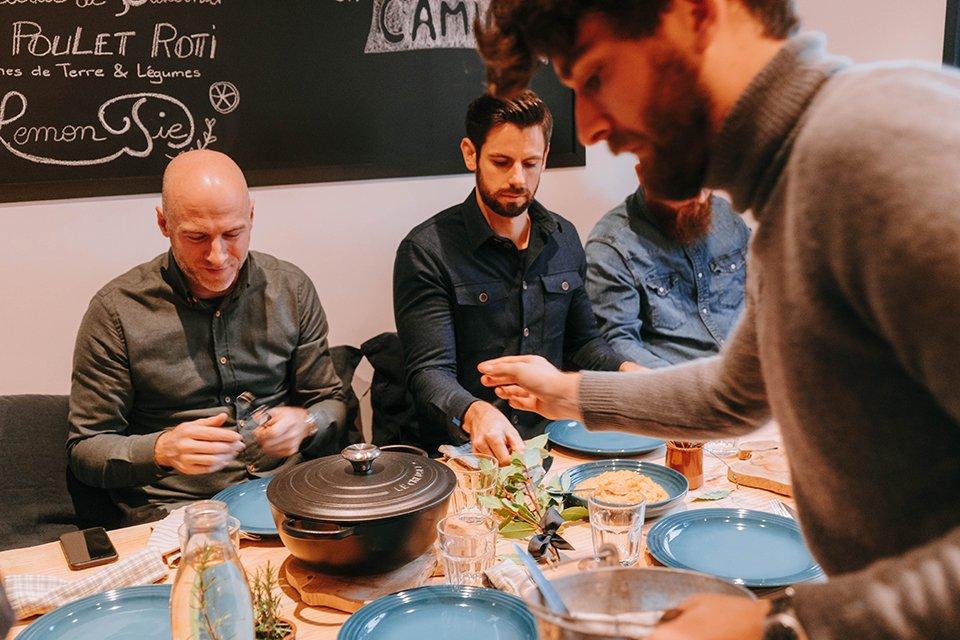 La Cuisine Table Remplie