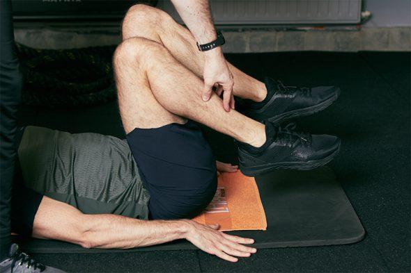 enroulement de bassin abdos position jambes